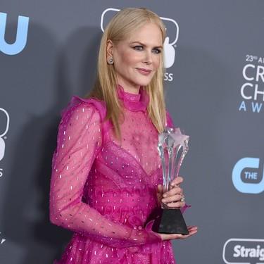 Nicole Kidman, una flor rosa de Valentino en los Critics' Choice Awards