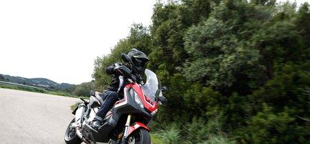 Si quieres ver cómo se mueve la Honda X-ADV, aquí tienes la videoprueba de la japonesa más atrevida