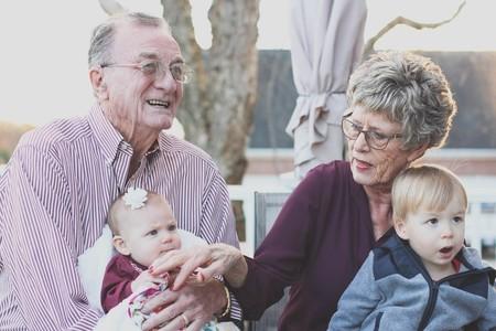Síndrome del abuelo esclavo: abuelos desbordados por el cuidado de los nietos