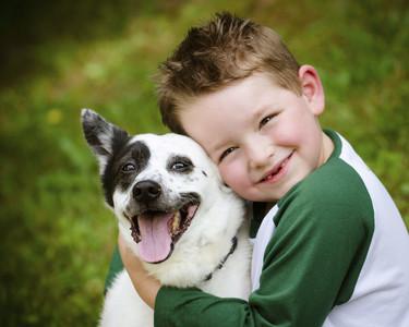 Por qué es bueno para la salud de los niños tener perros y gatos en casa