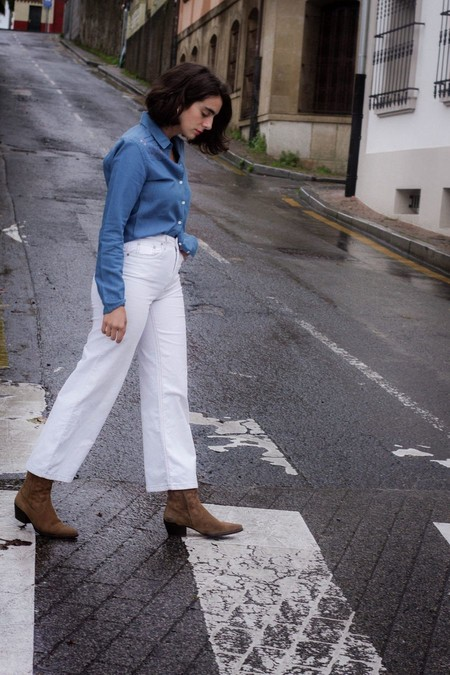 Camisa vaquera pantalón blanco