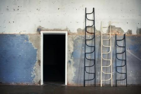 La escalera de mano se llena de curvas y se vuelve decorativa