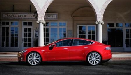 Tesla Model S rojo 10