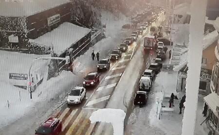 La DGT aconseja no viajar si no es imprescindible: 133 vías están afectadas por la nieve