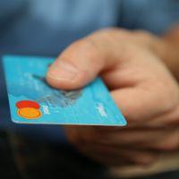 ¡No sin mi tarjeta! Los pagos en efectivo se diluyen en Europa