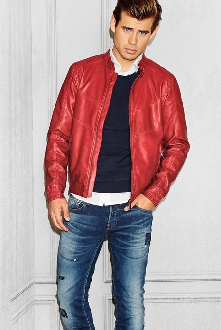 Guess apuesta por las chaquetas de inspiración retro como la prenda clave para el otoño