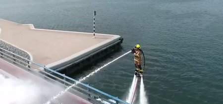 En Dubai son tan, pero tan avanzados que sus bomberos vuelan en jetpacks para apagar incendios