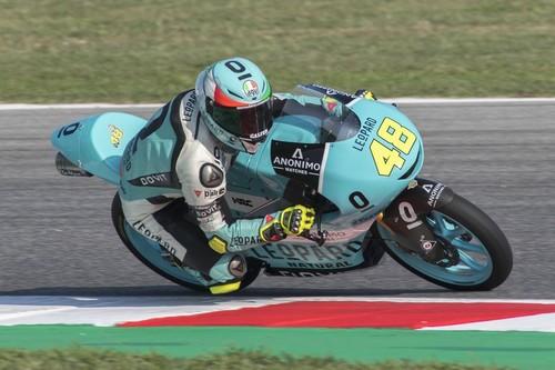 Lorenzo Dalla Porta consigue su primera victoria de Moto3 en una accidentada carrera en Misano