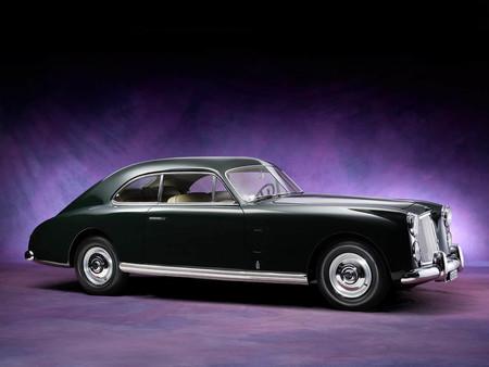 Esta es la rebuscada historia del Bentley Cresta, diseñado en Italia y fabricado en Francia