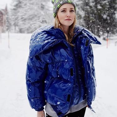Clonados y pillados: el famoso abrigo acolchado (y de charol) de Vetements aterriza en Zara