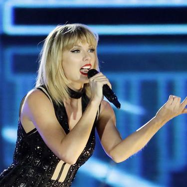 Taylor Swift se pone una camiseta del revés y lo convierte en moda: esto es ser una trendsetter