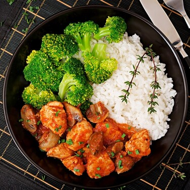 Pollo a la hierbabuena. Una de las recetas fáciles de comida mexicana