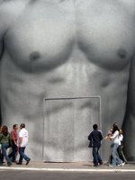 La cirugía de glúteos y pechos también es cosa de hombres