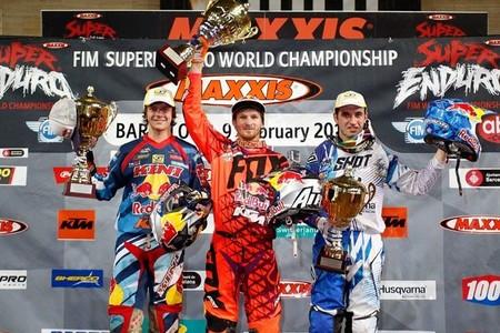 Triplete de Taddy Blazusiak en el SuperEnduro de Barcelona. Épico podio de Alfredo Gómez