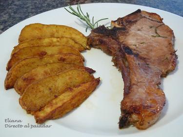 Chuletas de cerdo al romero con papas al curry
