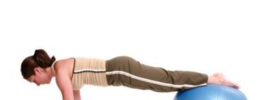 Otra manera de hacer flexiones: con fitball