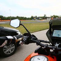 KTM ofrecerá control de crucero adaptativo y avisador de ángulo muerto en sus motos a partir de 2021