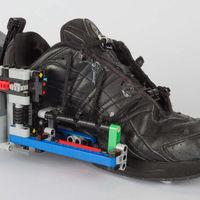 ¿Quieres unas zapatillas que se aten solas? Constrúyete unas con la ayuda de unos Legos