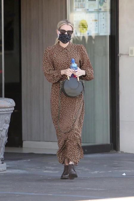 Este es el vestido de Mango (rebajado casi a la mitad) que ha conquistado a Emma Roberts y podría servirte para la época otoñal