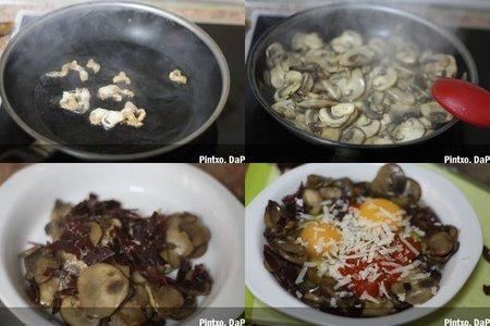 Receta de huevos al horno con champiñones y torreznos de pato. Pasos