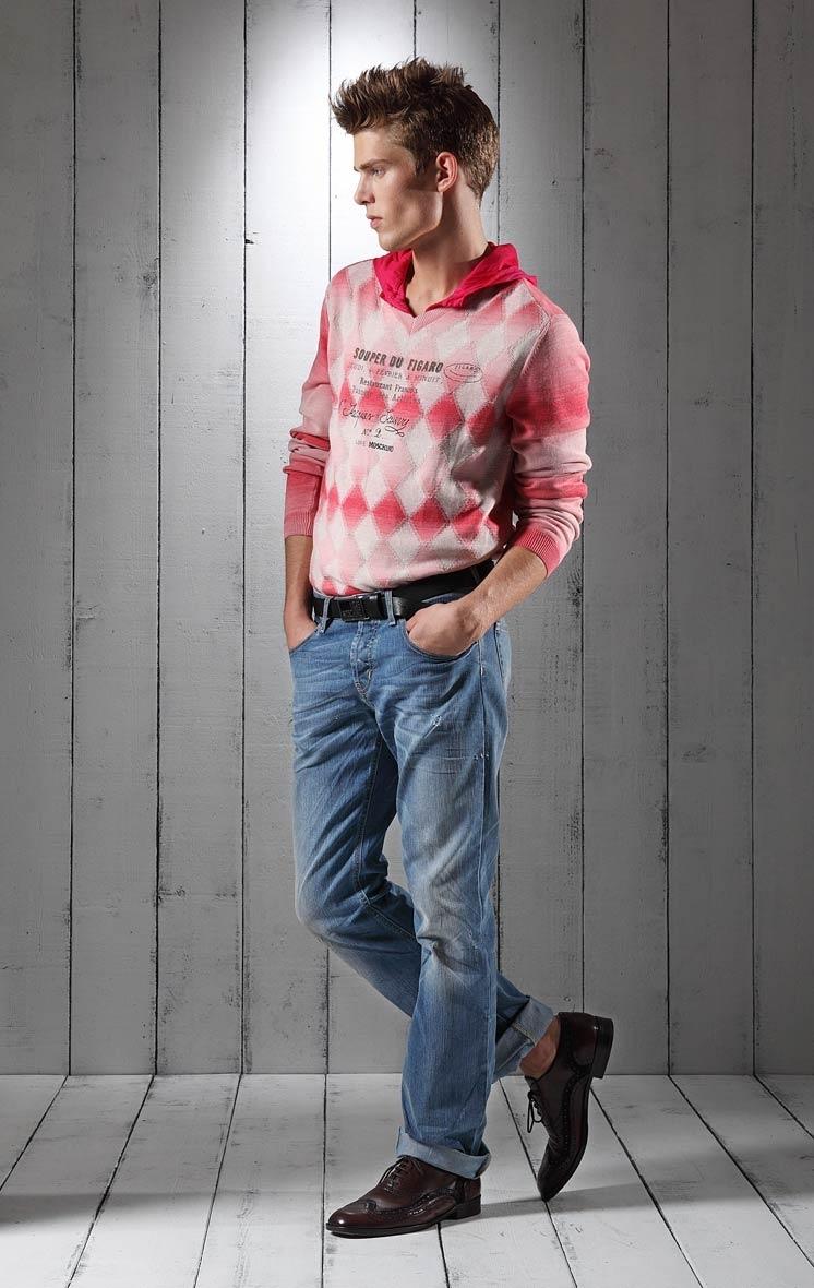 Foto de Lookbook primaveral: Love Moschino Men Primavera-Verano 2011 (18/23)