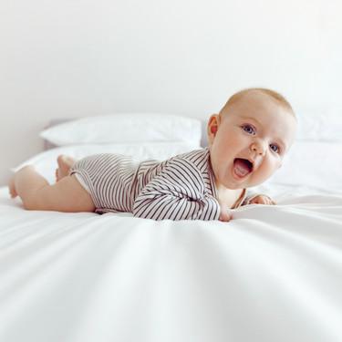 Motricidad gruesa en el bebé: cómo se desarrolla y cinco ejercicios para estimularla