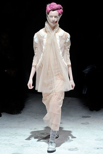 Comme des Garçons Otoño-Invierno 2009/2010 en la Semana de la Moda de París, vestido