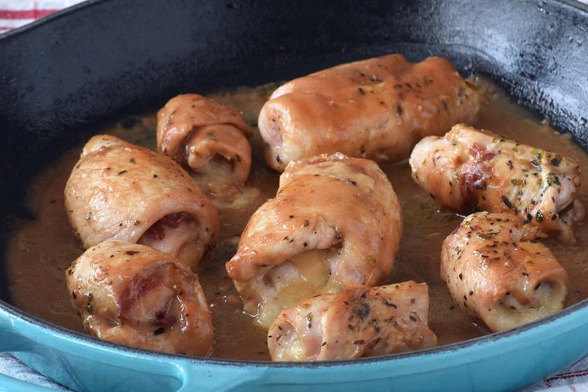 Rollitos de pollo rellenos de jamón ibérico y queso San Simón. Receta