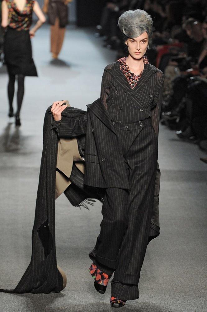 Foto de Jean Paul Gaultier Otoño-Invierno 2011/2012 en la Semana de la Moda de París: el lado sexy del estilo ladylike (17/27)
