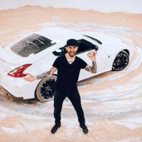 Chris Forsberg te enseña a espolvorear donas, no con una cuchara, sino con un Nissan 370Z NISMO