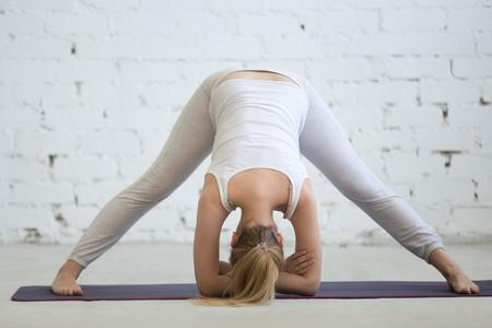 Yoga Embarazo Prasarita Padottanasana