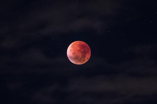 Cómo fotografiar el eclipse lunar y la superluna roja: consejos, trucos y material necesario