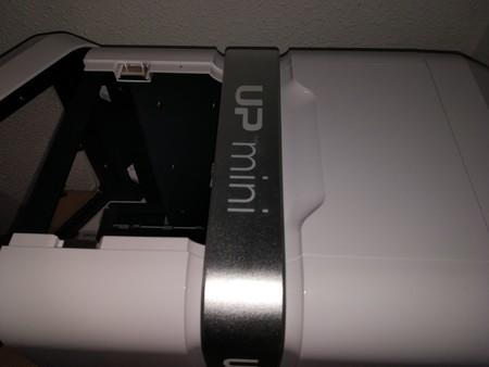 Vista de la parte superior de la impresora con la mitad del techo retirado