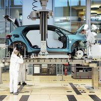 """El Volkswagen ID.3 ya se fabrica en Dresde, la fábrica alemana que quiere convertirse en """"atracción turística"""""""