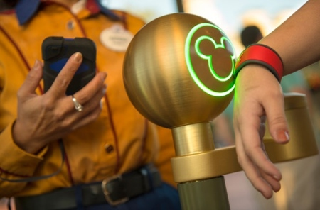 Una pulsera con RFID te hará sentir especial en los parques Disney