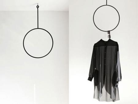 Los percheros Clothing Rails de la diseñadora sueca Annaleena Leino