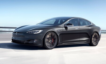 """Para trabajar en Tesla no se necesita un título universitario, según Elon Musk no proporcionan """"una habilidad excepcional"""""""