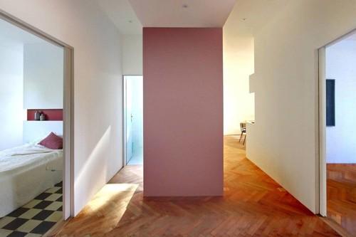 La renovación del apartamento Tinel Split: Emplazado en un edificio Art déco de 1932 apuesta por el color y las curvas