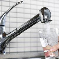 Beber 2 litros de agua al día