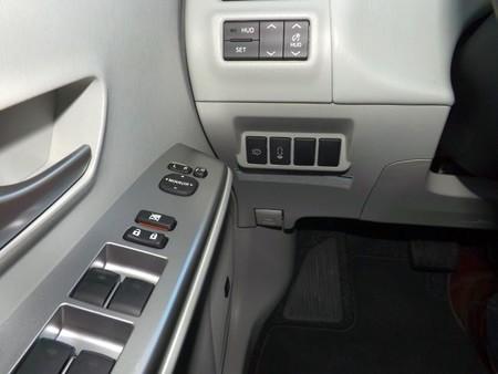 Toyota Prius+ interruptor sistema aparcamiento asistido