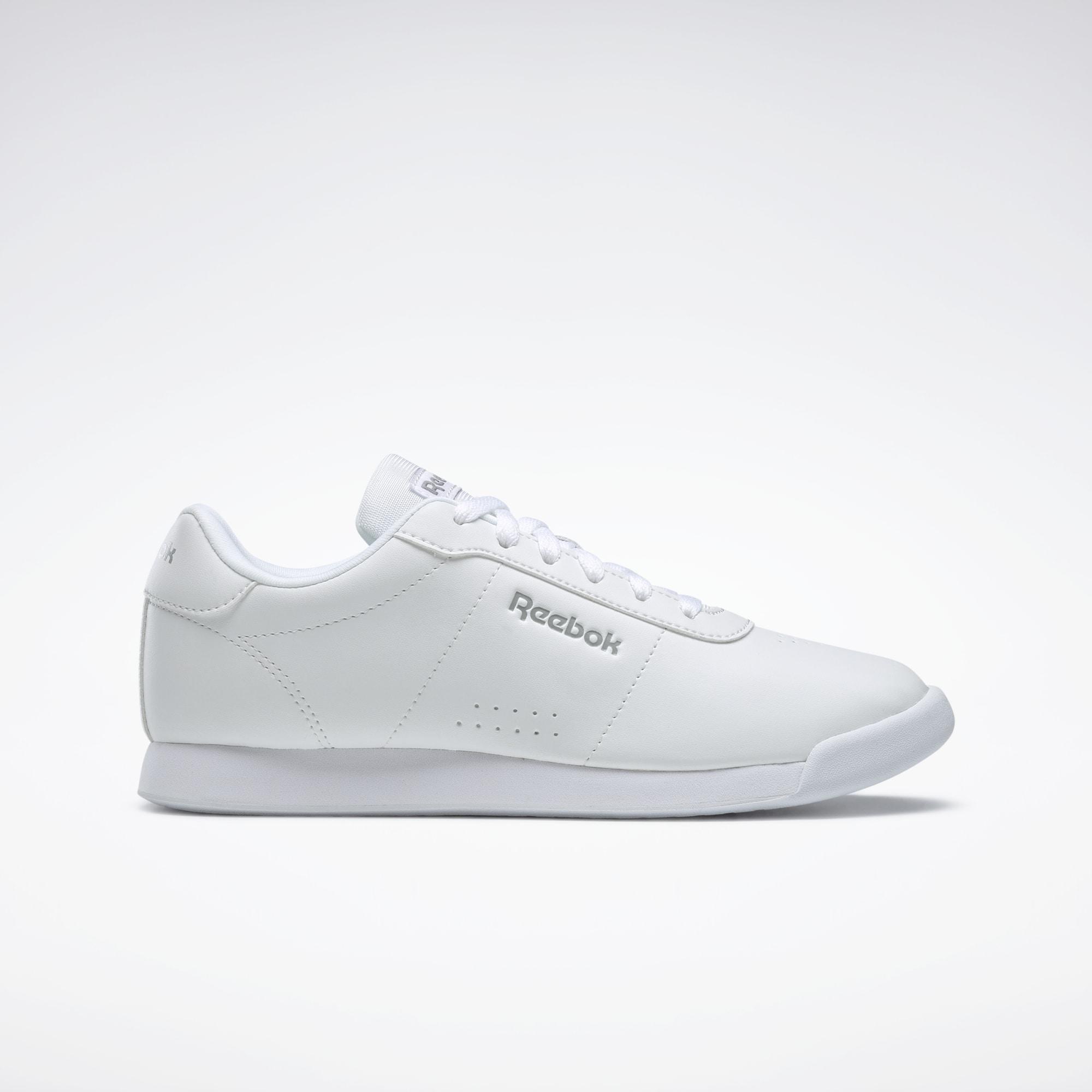 Zapatillas blancas perfectas para combinar con todos los looks