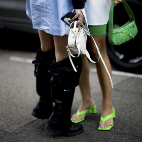 Los zapatos en tonos neón toman las calles e invaden las nuevas colecciones low-cost