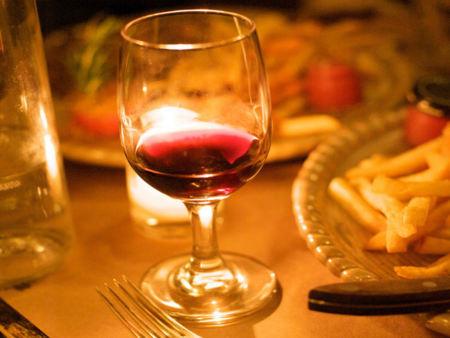 ¿Qué cantidad de alcohol por día beneficia la salud?