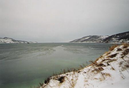 Vista de la bahía de Nagayevo, cerca de Magadán (Rusia).