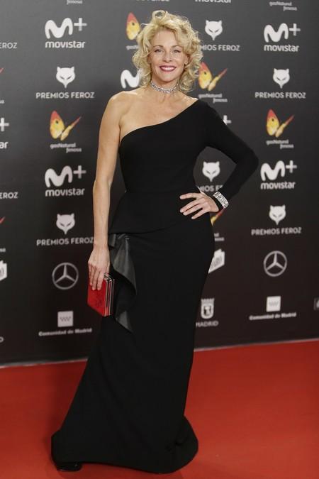 premios feroz alfombra roja look estilismo outfit Belen Rueda