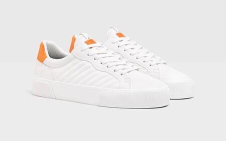 Todo Al Blanco Las Mejores Zapatillas Que Llevaras En 2021 Estan Las Rebajas De Bershka