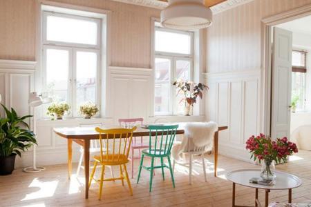 Apartamento nórdico con toques de color