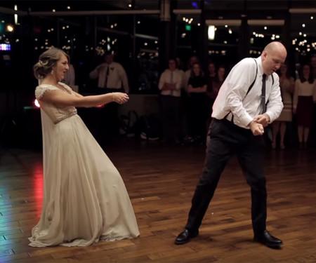 Esta novia y su padre sorprendieron a sus invitados con un baile diferente y se han convertido en todo un fenómeno en las redes