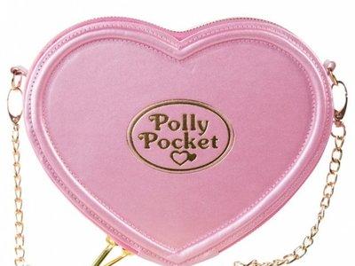 La nostalgia de nuestra infancia es tendencia, y la locura que ha desatado este bolso de Polly Pocket es la mejor prueba de ello