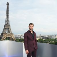 Chris Hemsworth apuesta a los estampados para la premiere de 'Men in Black: International' en París